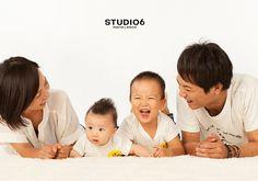 家族写真 People Photography, Family Photography, Pregnancy Photos, Baby Photos, Family Portraits, Family Photos, Maternity, Photoshoot, Poses
