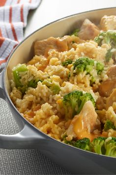 VELVEETA One Pot Cheesy Chicken and Broccoli Rice – Not a math whiz? This one's easy. 1 skillet + 5 ingredients + 25 minutes = a cheesy chicken, broccoli and rice dish recipe. Now that's a tasty dinnertime equation. Rice Dishes, Food Dishes, Main Dishes, Pasta Dishes, One Pot Meals, Easy Meals, Weeknight Meals, Healthy Dinners, Velveeta Recipes