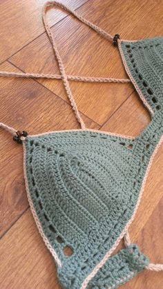 Serenity%20crochet%20bikini%20top%20with%20a%20simple%20motif%20on%20band%20and%20beige%20edging.%20Super%20cute!%20Made%20of%20very%20thin%20100%%20cotton%20yarn.%20Making%20it%20very%20soft,%20incredibly%20light%20and%20resistant,%20even%20after%20getting%20wet.%20It%20also%20stops%20the%20garment%20from%20feeling%20bulky%20on%20your%20body.%20The%20band%20also%20had%20some