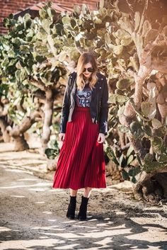 Picture Red Pleated Skirt, Chiffon Maxi Dress, Floral Maxi Dress, Cheap Maxi Dresses, Affordable Dresses, Hourglass Outfits, Black Faux Leather Jacket, Autumn Fashion 2018, Dressy Tops