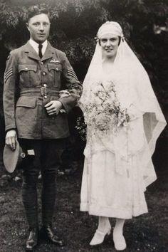 Vintage Couples, Chic Vintage Brides, Vintage Wedding Photos, Vintage Bridal, Vintage Pictures, Vintage Weddings, Wedding Bride, Wedding Dresses, Black And White Love