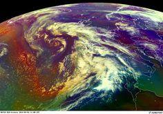 La gigantesca tempesta di sabbia che tra stasera, domani e venerdì colorerà di rosso i cieli di tutt'Europa, sta già provocando in queste ore qualche... VIDEO e FOTOGALLERY dai SATELLITI