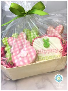 Gingham bunnies, Easter sugar cookies Use spray coloring with buffalo plaid stencil Fancy Cookies, Iced Cookies, Easter Cookies, Easter Treats, Cookies Et Biscuits, Holiday Cookies, Sugar Cookies, Cookie Gifts, Food Gifts