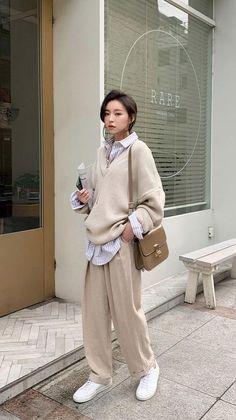 Korean Girl Fashion, Korean Street Fashion, Tomboy Fashion, Muslim Fashion, Look Fashion, Streetwear Fashion, Asian Fashion Style, Korean Fashion Styles, Korean Fashion School