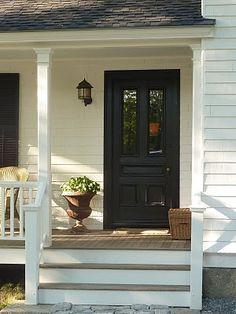 svart dörr på vitt hus - Sök på Google