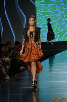 Kebaya Modern Fashion, Timeless Fashion, Indonesian Kebaya, Batik Kebaya, Perfect Wardrobe, Traditional Dresses, Ikat, Gowns, Couture
