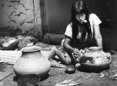 A cerâmica karajá é arte exclusiva das mulheres. Foto: Vladimir Kozak, s/d.