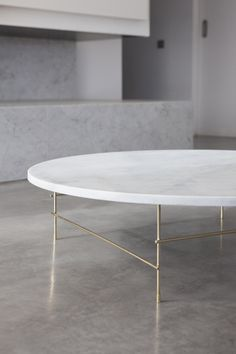 Get inspired by these coffee tables for your master decoration! Cheap Bedroom Furniture, Furniture Market, Rustic Furniture, Table Furniture, Contemporary Furniture, Furniture Design, Furniture Companies, Furniture Dolly, Furniture Online