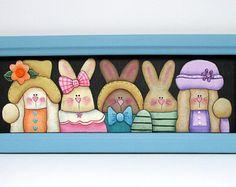 Conejitos de amistad, cinco conejitos, resorte de suspensión Art, Tole o pintadas, reclamó marco artesanal, Pascua, conejitos vestidos coloridos