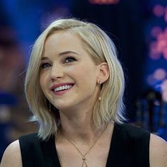 New hair styles short blonde jennifer lawrence ideas Jennifer Lawrence Smile, Short Blonde, Blonde Hair, Jenifer Lawrance, Happiness Therapy, Bonnie Wright, Eliza Taylor, Corte Y Color, Katniss Everdeen