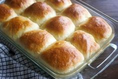 These easy soft yeast rolls can be made ahead and refrigerated until you are ready to bake and serve. They result in tender, fluffy, chewy and buttery rolls! Every time a big holiday meal is… Soft Rolls Recipe, Yeast Dinner Rolls Recipe, Easy Yeast Rolls, Homemade Dinner Rolls, Bread Rolls, Homemade Breads, Cheesy Baked Chicken, Sweet Dinner Rolls, Buttery Rolls