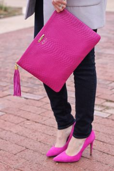 Gorgeous clutch and shoes. My Bags, Purses And Bags, Looks Chic, Clutch Bag, Pink Clutch, Fashion Bags, Pink Fashion, Fashion Shoes, Fashion Accessories