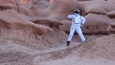 This astronaut was feeling the groove as he danced in a desert canyon. Hilariously, he sang about leaving to go to Mars and defeating famous sci-fi villains. Solar System Crafts, Original Song, Singing, Sci Fi, Dance, Songs, The Originals, Astronaut, Dancing