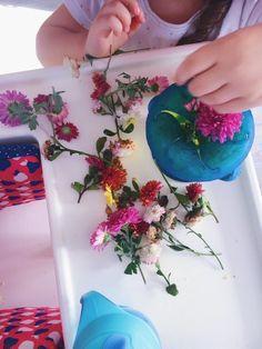Creativitate cu flori   Activități pentru copii - Little Corner Of Joy Little Corner, Plastic Cutting Board, Tie Dye, Joy, Glee, Being Happy, Tye Dye, Happiness