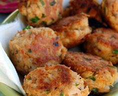 Tuna Croquettes - tuna, an egg, some bread crumbs and green onions; brown and bake at 400 15 minutes Fish Dishes, Seafood Dishes, Fish And Seafood, Seafood Recipes, Cooking Recipes, Healthy Recipes, Vegetarian Recipes, Short Recipes, Cooking Tips