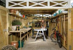 Do it yourself: Maximize space in the garage Easy Woodworking Ideas, Small Woodworking Projects, Learn Woodworking, Woodworking Plans, Wood Projects, Making Shelves, Workbench Plans Diy, Workshop Shed, Drop Down Table