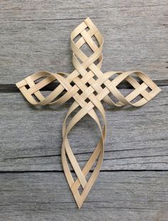 The original design fusion of the Palm Sunday Cross and the Swedish Advent Star. This reed cross is approximately 8.5 (21cm) by 6.5 (16.5cm). Each