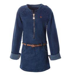 Flo denim look jurk model Jazzy. Deze sweat korte jurk is voorzien van een ritssluiting - NummerZestien.eu