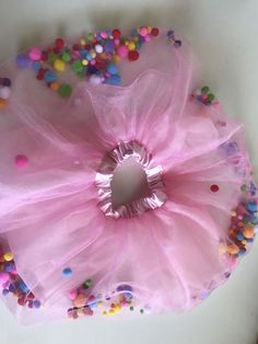 Pompom Skirt (size 2019 Pompom Skirt size von EmandCharlie auf Etsy The post Pompom Skirt (size 2019 appeared first on Blanket Diy. Candy Costumes, Carnival Costumes, Diy Costumes, Costumes For Women, Costumes Jupe, Group Costumes, Halloween Costumes, Tulle Poms, Pink Tulle