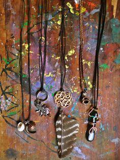 Colgantes variados  http://www.facebook.com/flor.indumentaria