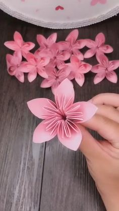 Paper Flowers Craft, Paper Crafts Origami, Easy Paper Crafts, Flower Crafts, Diy Flowers, Diy Paper, Newspaper Crafts, Flower Diy, Flower From Paper