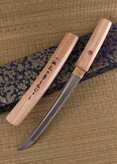 A girl in search of a really good sword Japanese Blades, Japanese Sword, Swords And Daggers, Knives And Swords, Armas Ninja, Homemade Weapons, Ninja Weapons, Dagger Knife, Samurai Swords