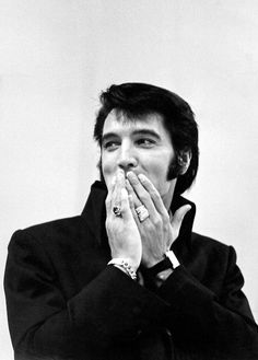theswinginsixties:  Elvis Presley