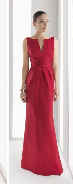 Vestido Rosa Clará 2015 Los vestidos de Rosa Clará tienen algo especial que los hace inconfundibles. Ya hemos puesto otras veces patrones inspirados en esta firma de moda. En todos ellos los cortes se