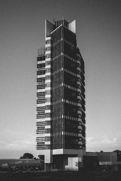 Frank Lloyd Wright - Price Tower, Bartlesville - (arquitectures)