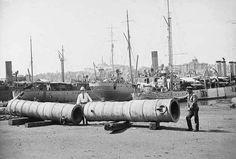 İstanbul'un Fethi sırasında Fatih'in kullandığı toplar İngiliz askerleri tarafından Kasımpaşa'dan gemilere yüklenip İngiltere'ye gönderildi / 1920