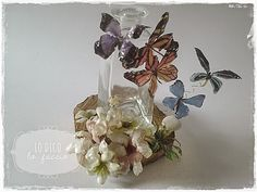 Bottle decorated with flowers and butterflies in Transparent Suspense - tutorial ~ I Say, I Do It Decoupage Art, Glass Vase, Craft Projects, Diy Crafts, Flowers, Jars, Inspiration, Butterflies, Bottles