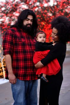 Baby Bella and Family #family #portrait #photography #afro #holiday #red