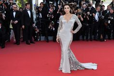 Eva Longoria's just earned her membership into the  Kim Kardashian, Beyoncé, Jennifer Lopez club! Following in the high-heeled footsteps of the aforementioned ladies, the actress has dared to bare in a nearly-naked gown from Gabriela Cadena. Is sheer panelling the new normal? Seems so!
