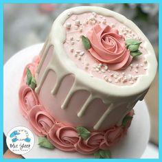 Blush Rose To Go Cake Blush buttercream cake featuring a white chocolate drip and blush rosette border. Cake Decorating Frosting, Cake Decorating Designs, Creative Cake Decorating, Cake Decorating Videos, Cake Decorating Techniques, Creative Cakes, Creative Birthday Cakes, Cake Decorating Roses, Cake Designs For Birthday