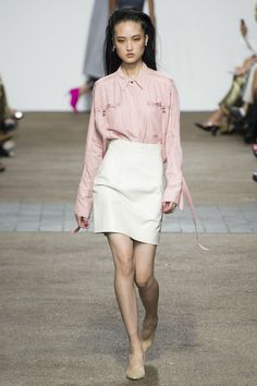 Topshop Unique Spring 2017 Ready-to-Wear Fashion Show - Jing Wen