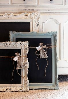 Picture frame crafts ideas using old picture frames in new ways. Ideas for recycling picture frames include making a table, loom, tray, earring or bow holder. Picture frame crafts for kids and adults. Shabby Chic Homes, Shabby Chic Decor, Shabby Chic Signs, Shabby Chic Crafts, Shabby Cottage, Cottage Chic, Upcycled Crafts, Diy And Crafts, Repurposed