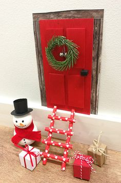 Kuviokartongista tehty oven karmit.\\n\\n20.10.2017 08.40 Paper Christmas Decorations, Christmas Lights, Merry Christmas, Xmas, Holiday Decor, Elf Door, Fairy Doors, Baby Shower Balloons, Homemade Crafts