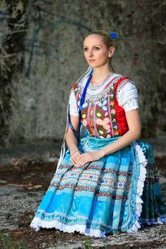 Ženský kroj Tekov Folk Costume, Costumes, Faces, The Incredibles, Culture, Embroidery, Dolls, Boho