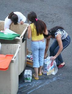 El Gobierno revisará los envases y la caducidad de los alimentos para evitar su desperdicio