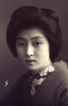 Geisha Hawaryu. Meiji era.