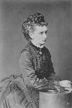 PRINZESSIN MARIA VON BATTENBERG GRAFFIN ERBACH. Through the Empress Maria Alexandrovna, Princess Hesse, was a cousin of Emperor Alexander III.