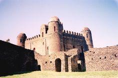 Un Castillo en Etiopía (Castillo de Gondar)  Hubo una vez (o había una vez) un reino en Etiopía, en el que los emperadores, cansados de move...