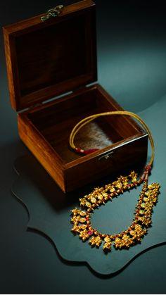 Antique Jewellery Designs, Antique Jewelry, Jewelry Box, Jewelery, Silver Jewelry, Jewelry Design, Ethnic Jewelry, Indian Jewelry, Old Film Stars