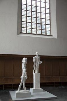Johan Tahon - Nicaea 2014 - Snake and Ball 2001 at Kloosterkerk Den Haag till september 2015.