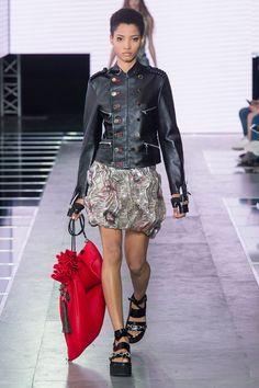 Look du Défilé Femme Printemps-Été 2016 de Louis Vuitton