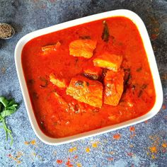 Salmon Fish Curry In Indian Style Salmon Curry, Fish Curry, Gluten Free Chilli, Tamarind Juice, Jeera Rice, Fish And Chicken, Curry Leaves, Curry Recipes, Indian Style