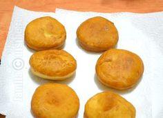 Gogosi pufoase de casa – reteta video Easy Cookie Recipes, Donut Recipes, Healthy Dessert Recipes, Brownie Recipes, Cupcake Recipes, Easy Desserts, Sweets, Bread, Cooking
