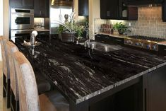 If you are looking for Granite Kitchen Countertops Ideas, You come to the right place. Below are the Granite Kitchen Countertops Ideas. Black Quartz Kitchen Countertops, Bathroom Countertops, Granite Kitchen, Backsplash, Onyx Countertops, Kitchen Worktops, Kitchen Tile, Kitchen Cupboards, Diy Kitchen