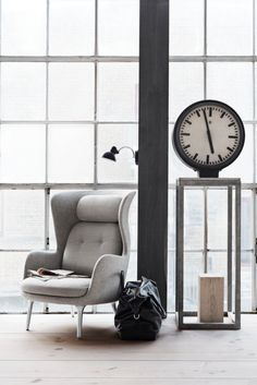 Prolific Spanish designer Jaime Hayon teamed up with Republic of Fritz Hansen to redefine the classic easy chair. Ro is a curvy and elegant chair for reflection, relaxing, and taking a break from the hustle and bustle of your busy day.