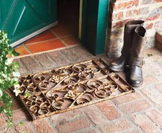 Re-purposed vintage iron grate~ rug beneath for color and function? Wooden Pallets, Wooden Diy, Repurposed Wood Projects, Repurposed Furniture, Wrought Iron Garden Gates, Napa Style, Architectural Antiques, Vintage Iron, Antique Metal